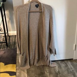 BEIGE AMERICAN EAGLE LONG CARDIGAN SIZE L/XL